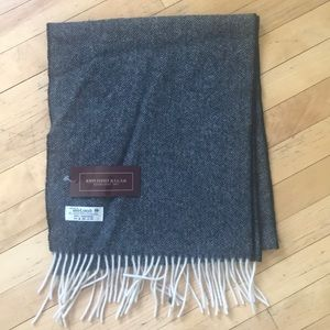 NWT lambswool scarf 30 x 150 cm